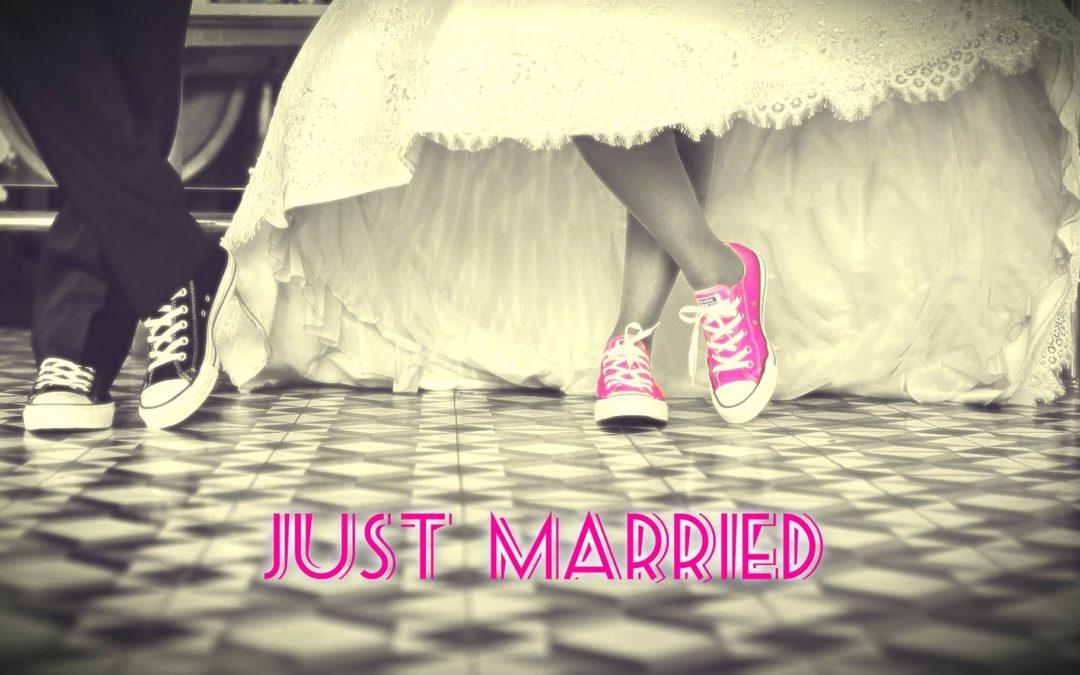 "Pomysł na skrócenie sukni ślubnej w trakcie wesela po zmianie butów na wysokim obcasie na ""płaskie"""